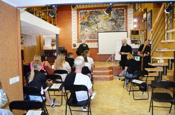 Лекционный зал аренда, коворкинг зала, коворкинг лекционного зала, школа восстановления волос